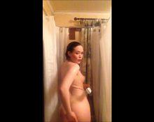 girlfriend in shower fingering