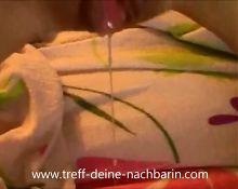 German Teen Nachbarin im Bett gefickt