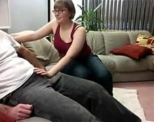 Girlfriend gives blowjob to stranger