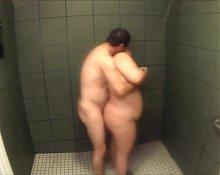 Gordaza en la ducha